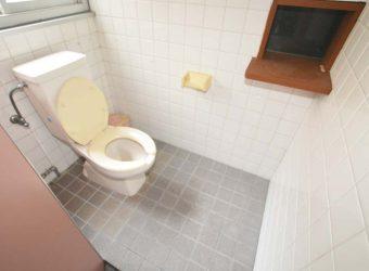 奥の個室トイレ。