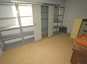 もう一部屋も倉庫として使われていたようです。