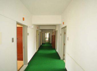 二階の廊下を逆に。