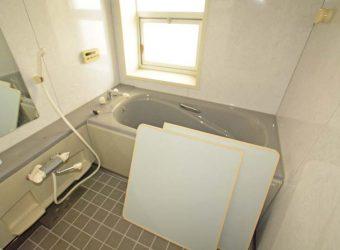 お風呂はユニットバス。