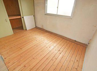 二階の納戸。部屋としても使えそうです。