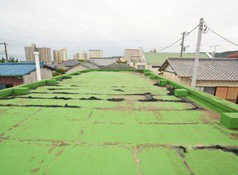 屋上。屋根や外壁のメンテナンスは必要ですね。