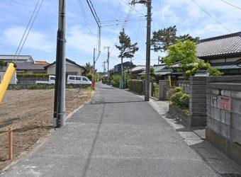 前面道路!御宿って道幅狭い印象がありますが、ここは大丈夫ですね。